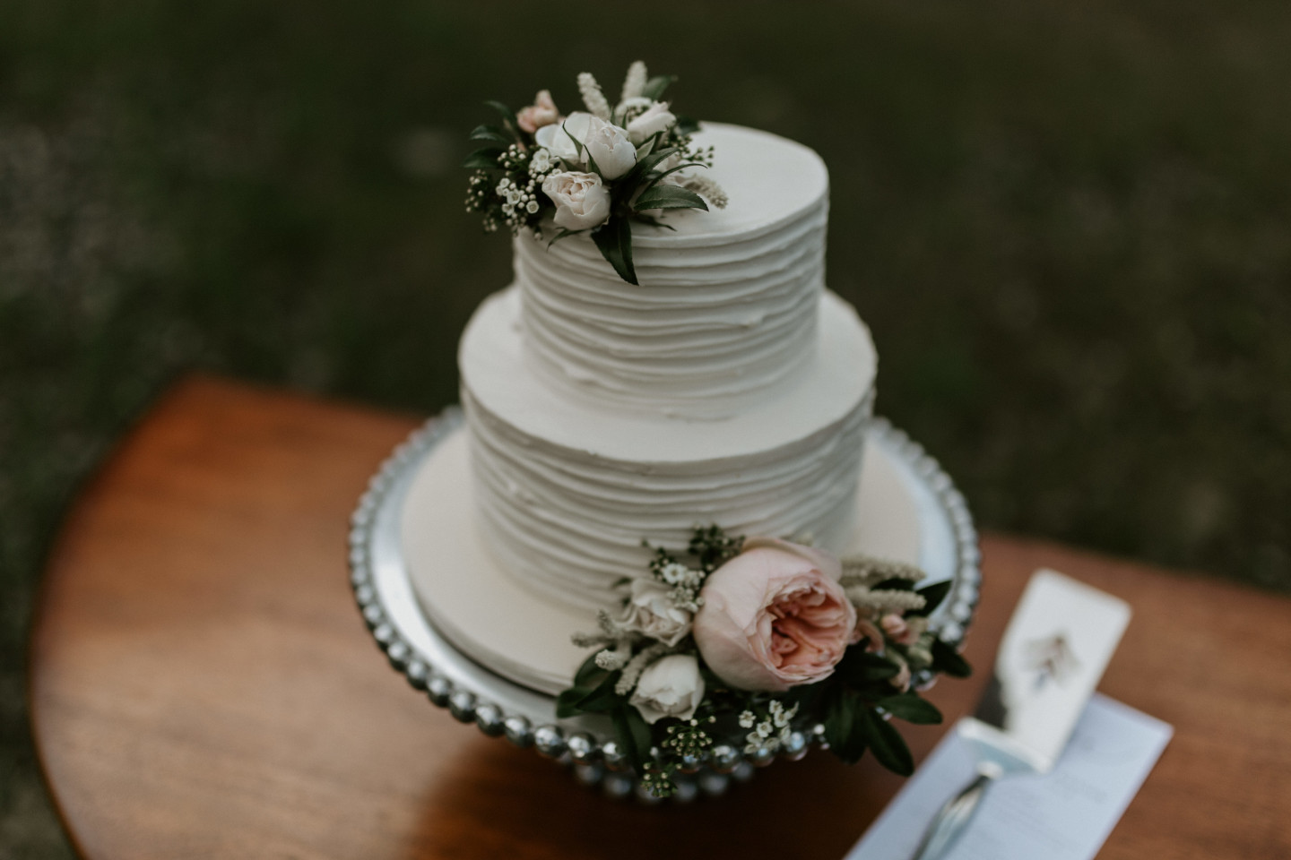 A wedding cake at Cascade Locks at the Columbia Gorge, Oregon. Elopement photography in Portland Oregon by Sienna Plus Josh.
