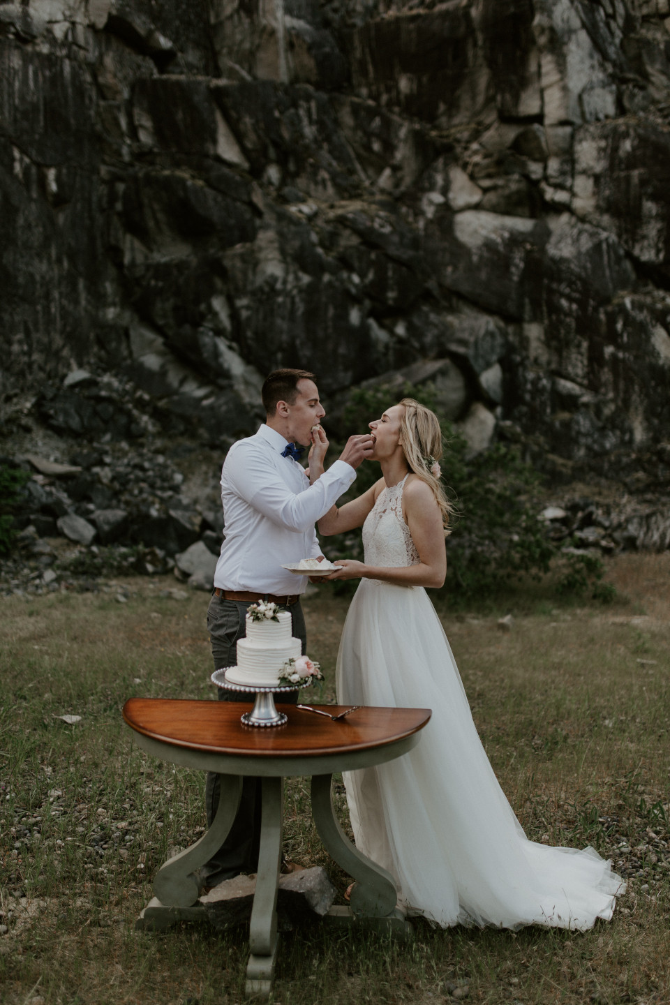 Harper and Trevor feed eachother wedding gake at Cascade Locks at the Columbia Gorge, Oregon. Elopement photography in Portland Oregon by Sienna Plus Josh.