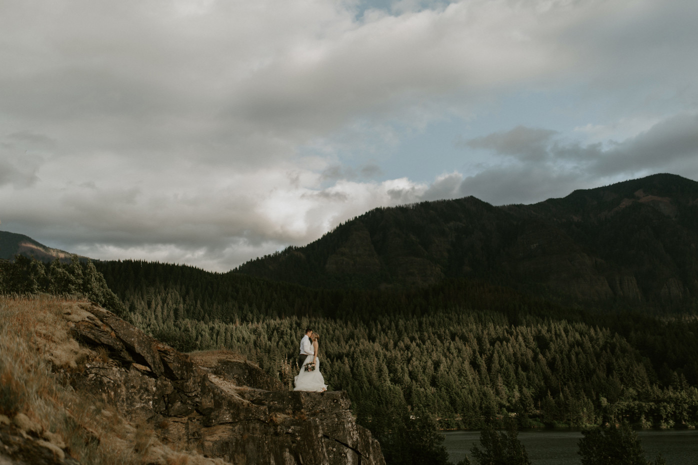 Harper and Trevor stand at the cliffs at Cascade Locks at the Columbia Gorge, Oregon. Elopement photography in Portland Oregon by Sienna Plus Josh.