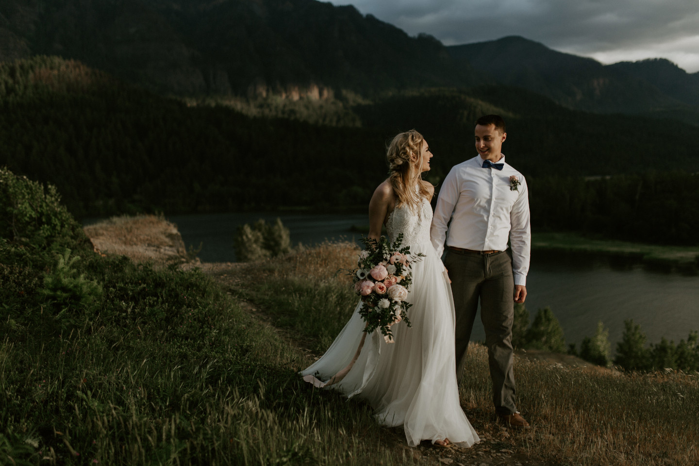 Harper and Trevor walk along the cliffs at Cascade Locks at the Columbia Gorge, Oregon. Elopement photography in Portland Oregon by Sienna Plus Josh.