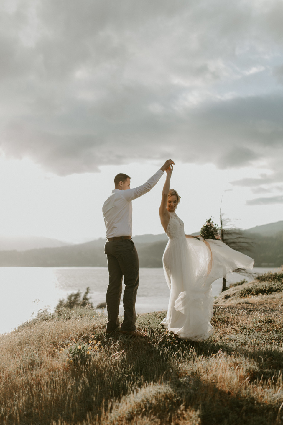 Cascade Locks elopement in the Columbia River Gorge, Oregon.