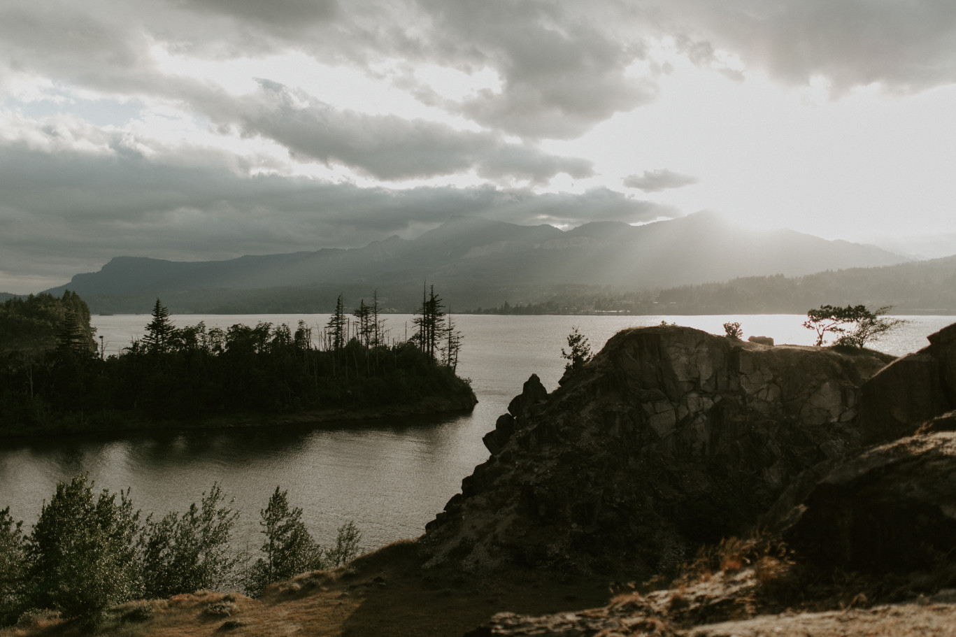 A view of the Columbia River at Cascade Locks at the Columbia Gorge, Oregon. Elopement photography in Portland Oregon by Sienna Plus Josh.