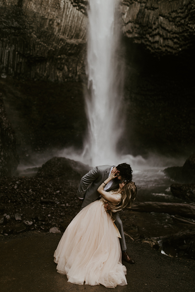 Elopement and adventure wedding photographers Sienna Plus Josh serving the Columbia River Gorge area.
